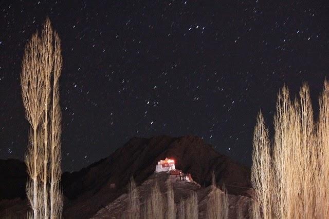 レーのホテルから眺める春の星空