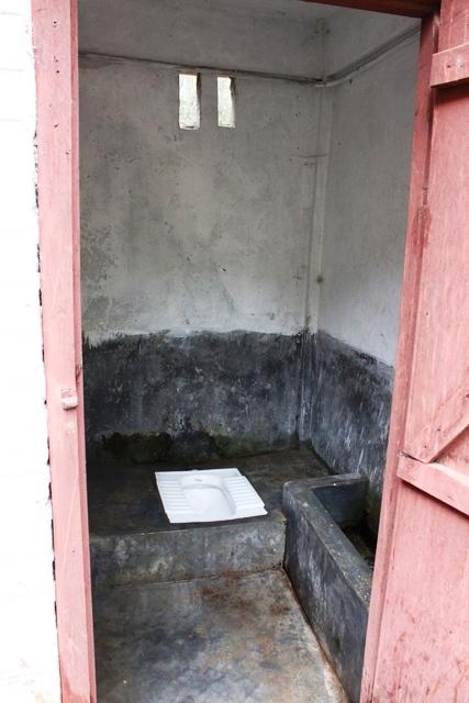 村の共同トイレ
