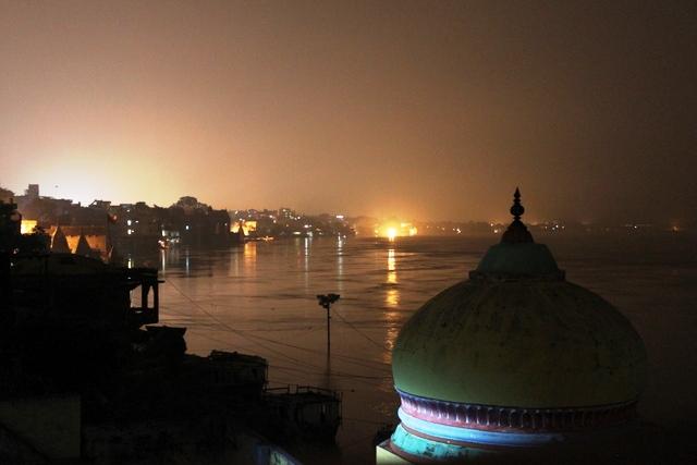 夜のガンジス川