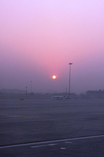 デリー空港の夜明け