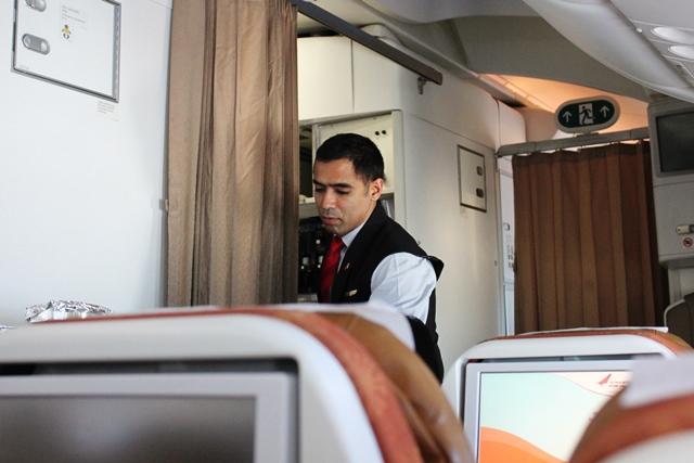 機内食サービス開始