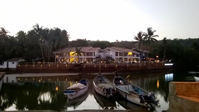 ゴア バガビーチ ホテル:Acron Waterfront Resortの夕べ