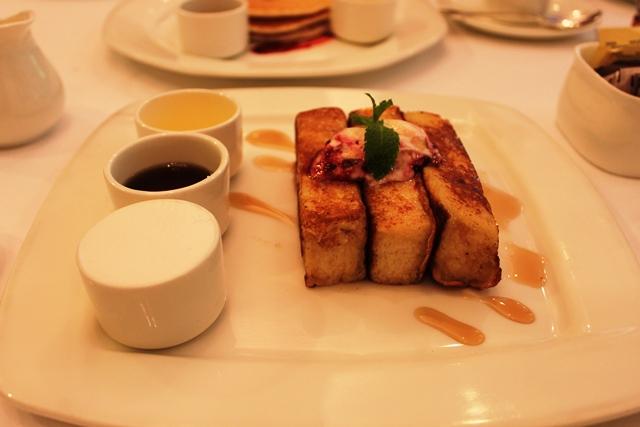 インド 美味しい ホテル 朝食:ザ・オベロイ・バンガロールのフレンチトースト