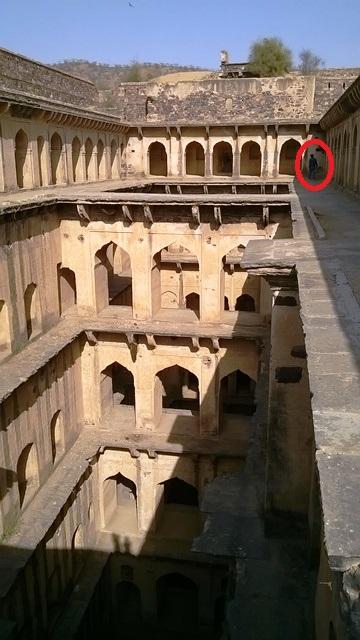 ニムラナの階段井戸