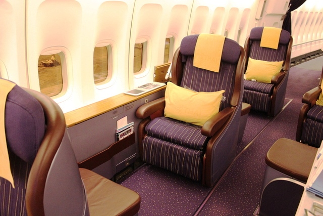 タイ航空 ビジネスクラス:タイ国際航空のファーストクラスシート