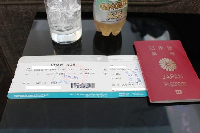 飲み物と旅行書類