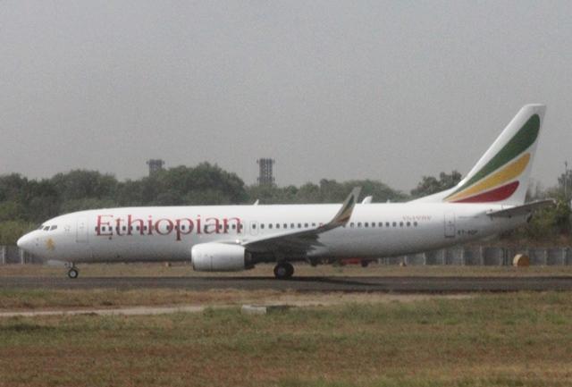 滑走するエチオピア航空のB737-800機