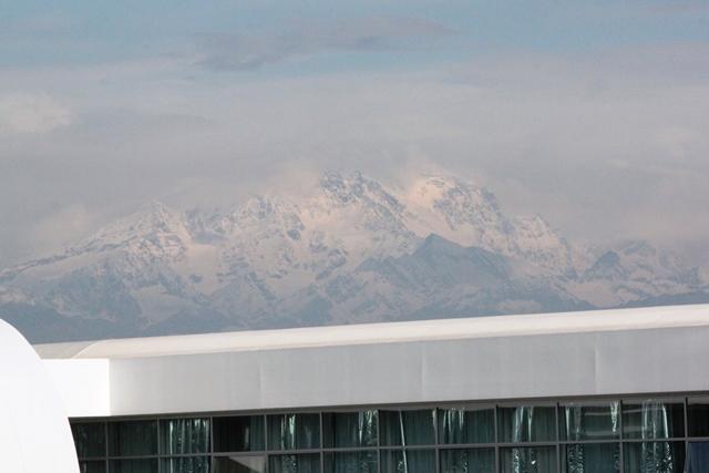空港から眺めるモンテローザ
