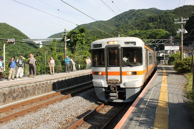 谷峨駅ホーム