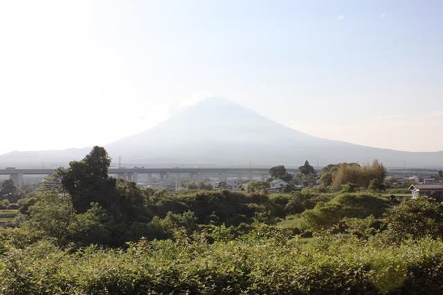 富士岡駅のホームから眺める富士山