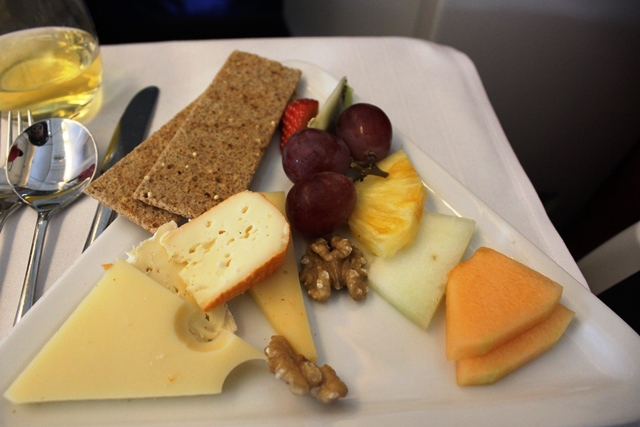 フルーツ、チーズとクラッカー