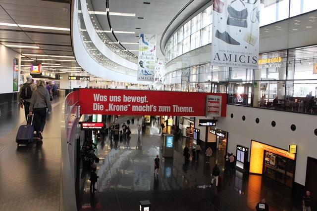 ウィーン国際空港到着ロビー