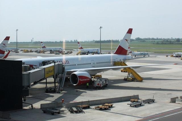 オーストリア航空B777-200機