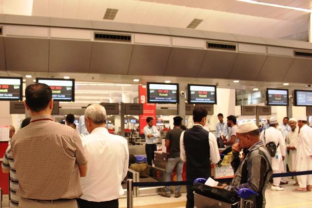 デリー空港のチェックインカウンター