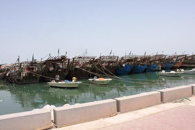 伝統的なダウ漁船