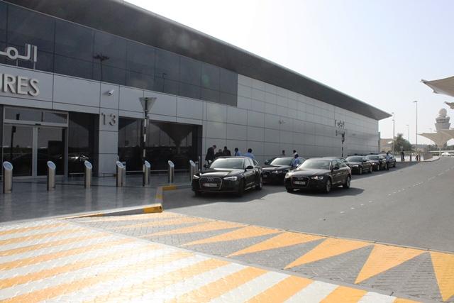 ターミナル前は高級車がずらり