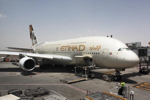 隣のA380機