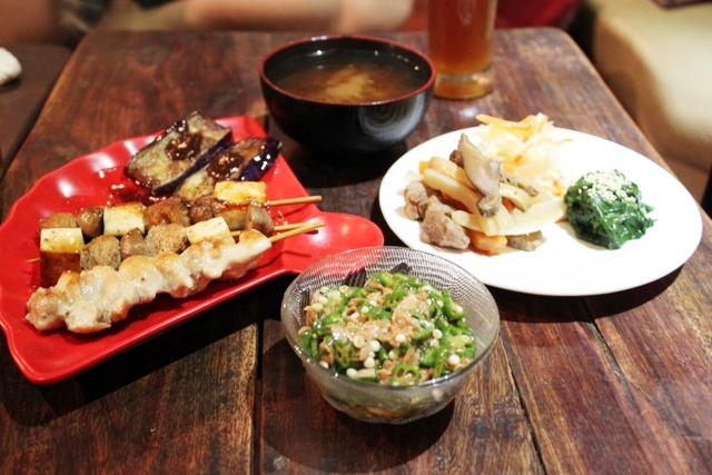 イーバカフェの日本食