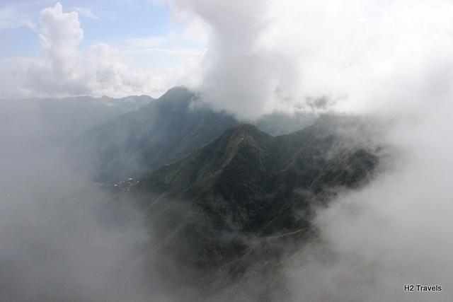 雲が掛かった渓谷