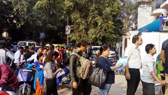 インド 高額紙幣廃止:ICICI銀行の列