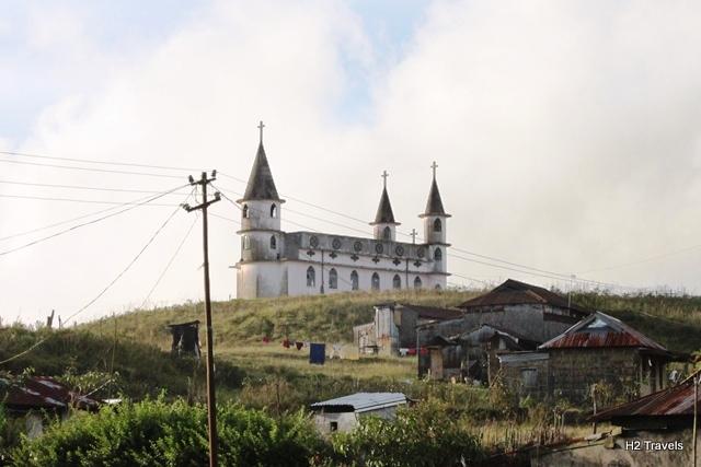 高原の教会みたいな建物