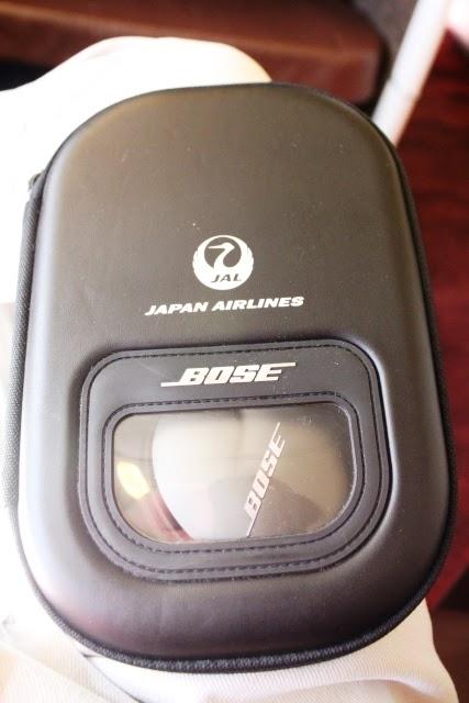 ヘッドフォンはBose製