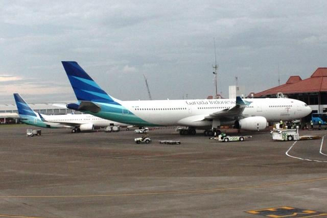 ガルーダ航空の色使いが奇麗ですね
