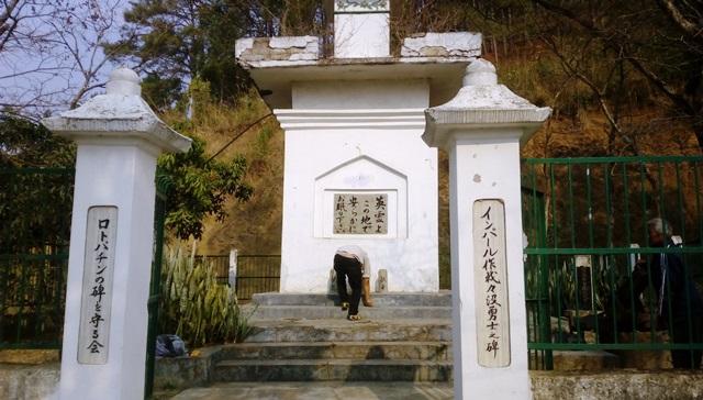 慰霊碑入口
