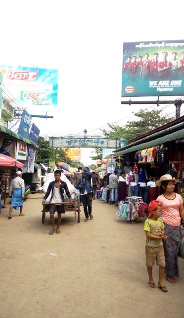 ミャンマー側の街並み