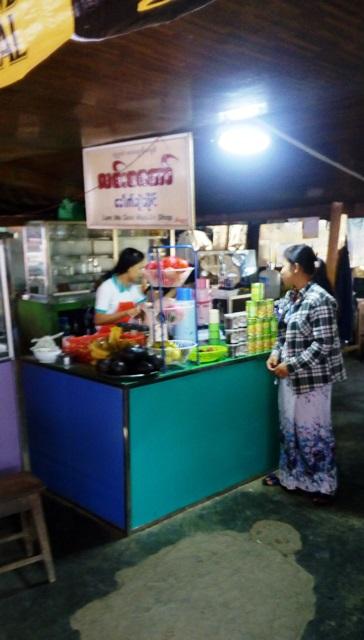 ミャンマー側の食堂