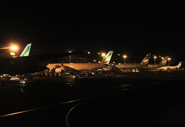 夜のアディスアベバ空港