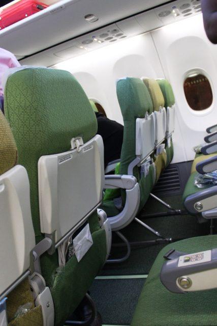 座席から機内を眺める