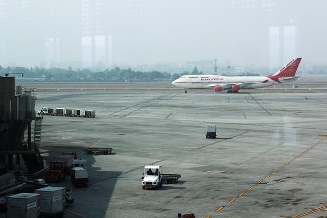 ムンバイ空港にやってきました