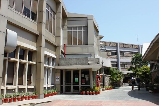インド デリー アメリカンスクール:名残のあるハイスクールオフィス