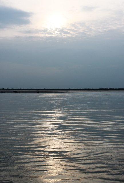 ブラーマプトラ川の夕焼け