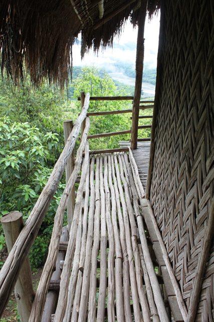 竹でできたテラス
