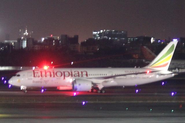 到着したエチオピア航空B787機