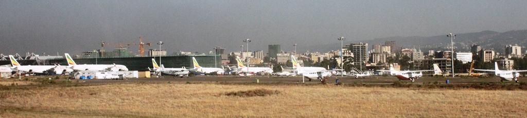 ボレ国際空港とアディスアベバ市街