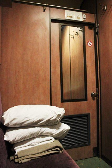 ドアを閉めた後の客室
