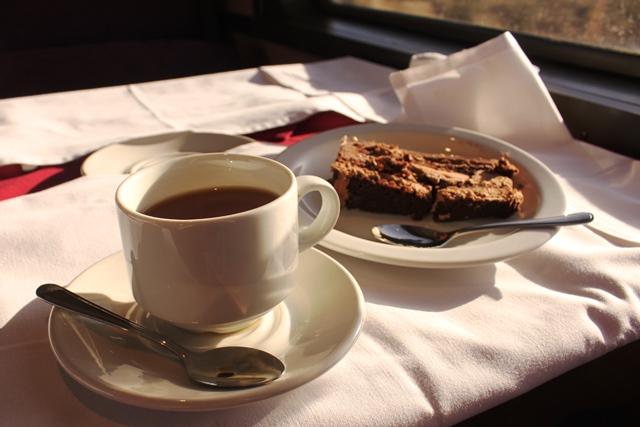 ルイボスティーとチョコレートケーキ