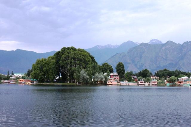 ナギーン湖
