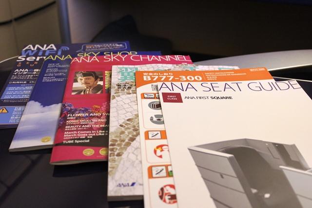 雑誌やシート案内板