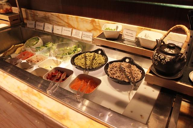 日本そばとサラダ類