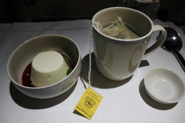 デザートと美味しいお茶