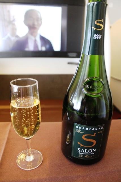 シャンパンとボトル