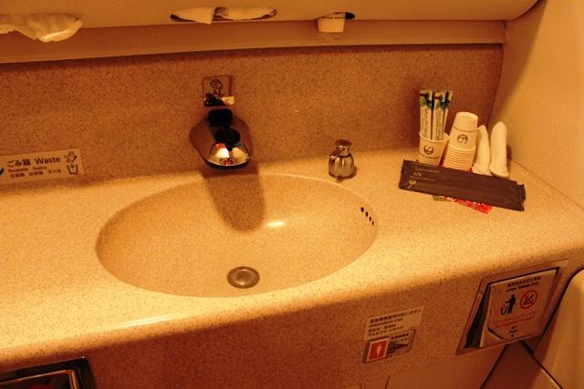 JALファーストクラスのトイレ