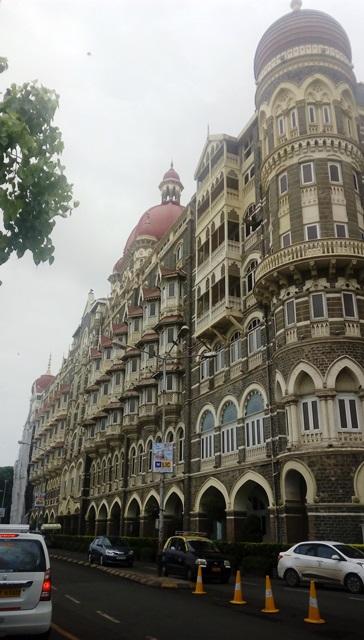 インド オベロイ タージ 比較:現タージマハール・パレスホテル