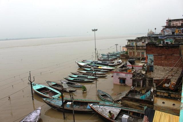 インド 8月 旅行:増水した8月のガンジス河