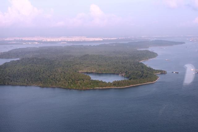 海峡に浮かぶシンガポール領のウビン島