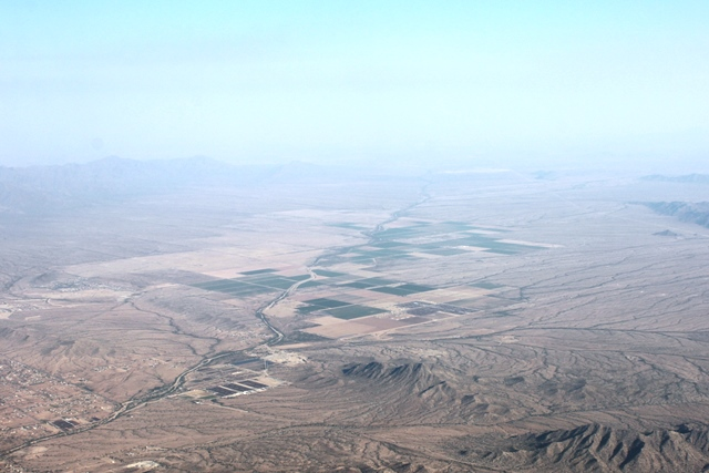 砂漠の中のオアシスも見えてきた